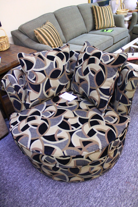 Chairs and Ottomans : 9654735orig from www.wynansfurniture.com size 533 x 800 jpeg 238kB